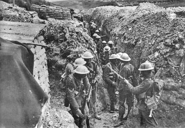 Lancashire_Fusiliers_trench_Beaumont_Hamel_1916 by Ernest Brooks [Public domain], via Wikimedia Commons
