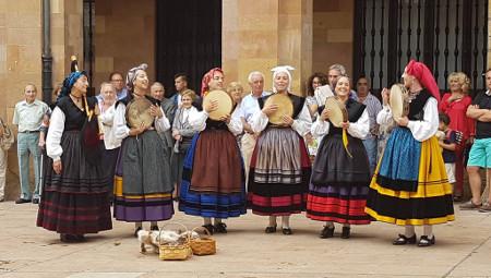 Folclore en la calle: Banda de gaitas El Carbayón  - SUSPENDIU -