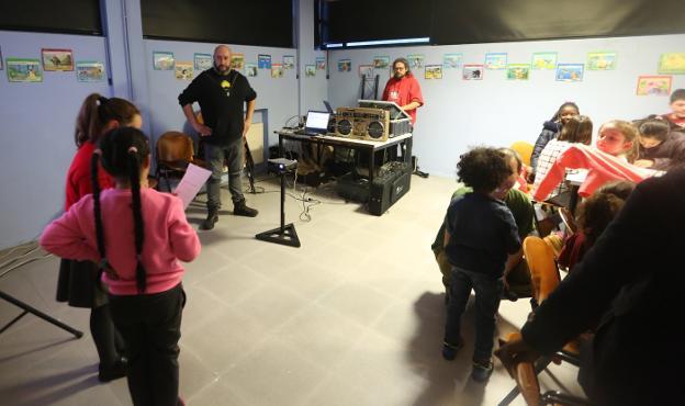 La Carriona acueye'l segundu taller de rap n'asturianu tres l'ésitu del de La Xungarosa
