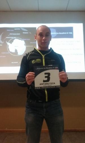 González Rodríguez  cuerre l'Antartic Ice Marathon & 100k na Antártida