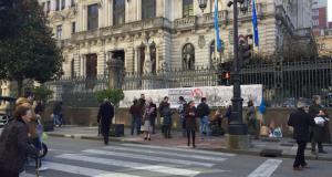 #LluchandoPolaSoberanía llevó la problemática de les especies invasores a la puerta de la Xunta