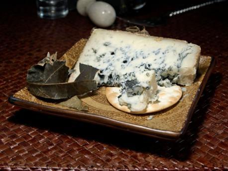Los quesos Cabrales y Gamonéu afiten la medría na producción