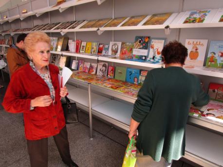 La Feria del Llibru y Discu n'Asturianu consolídase n'Avilés con más de 500 referencies