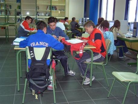 Hasta seis centros de Secundaria siguen ensin maestru de Llingua Asturiana