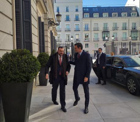 Adrián Barbón y Pedro Sánchez puerta del Congresu investidura