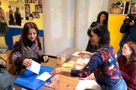 Adriana Lastra votando 10-P