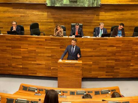Álvaro Queipo intervención en gallego-asturiano na Xunta Xeneral