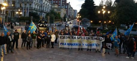 Asturies pol Derechu a Decidir concentración contra les sentencies del procés