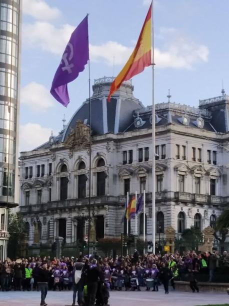 Bandera feminista 8-M Escandalera