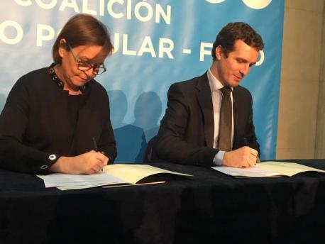 Carmen Moriyón y Pablo Casado alcuerdu Foro-PP