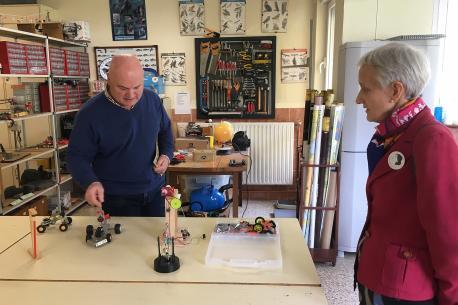 Carmen Suárez visita colexu de Veiga de Rengos