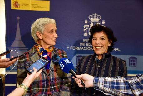 Carmen Suárez y Isabel Celaá prensa