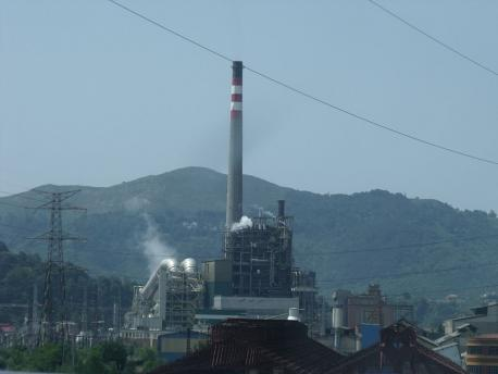 Un 55 por cientu de los llectores d'Asturies.com ve bien el zarru de les térmiques por contaminantes