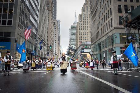 La B. G. La Madreña participa nos actos de la Hispanidá de Nueva York