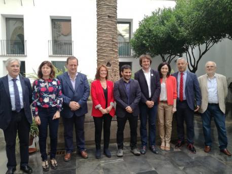 Fernado Padilla y responsables de Política Llingüística en València
