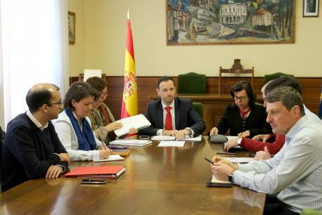Guillermo Martínez Suárez y María Jesús Álvarez González con alcaldes del suroccidente