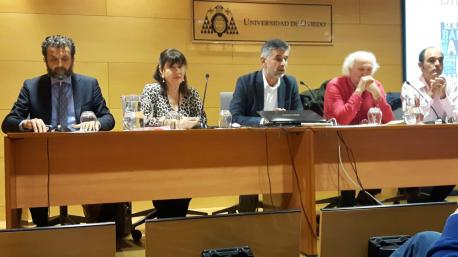 Inaciu Iglesias y Esther García alderique oficialidá Avilés