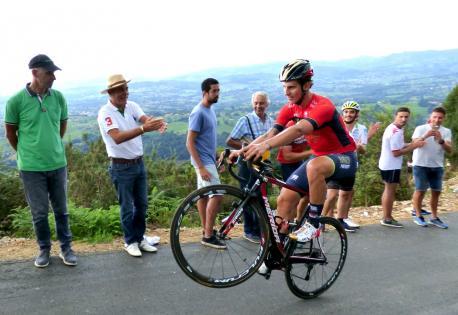 Yates sal d'Asturies como líder de La Vuelta