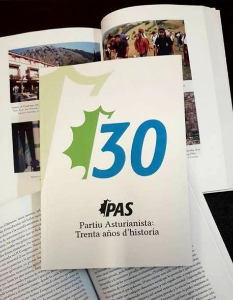 El PAS presenta un llibru cola so historia
