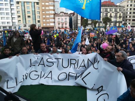 """""""Hai un fuerte sofitu públicu na sociedá pa facer l'asturianu oficial"""", afirma'l Conseyu d'Europa nel so quintu informe"""