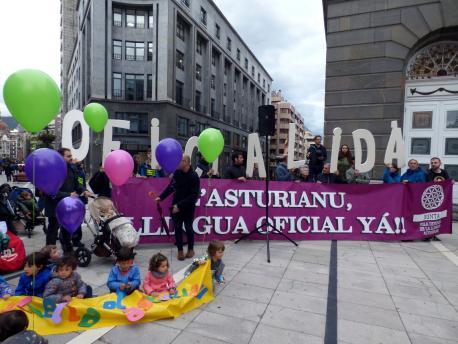 La oficialidá del asturianu, en boca de toos