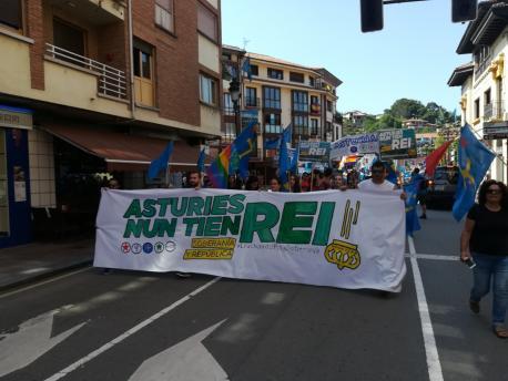 Manifestación 'Asturies nun tien rei. Soberanía y República'