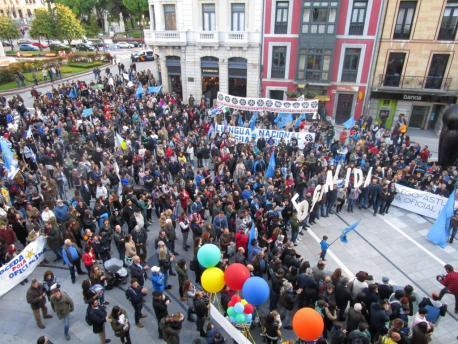 Manifestación oficialidá XXXIX Día de les Lletres Asturianes