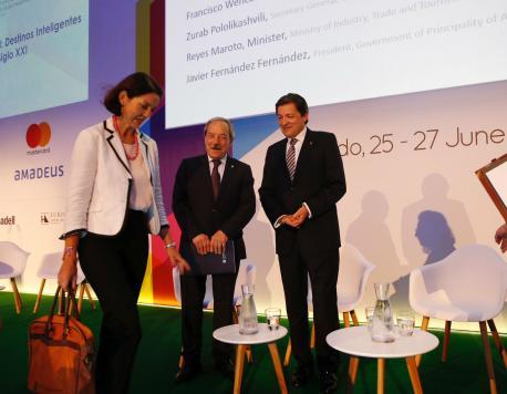 María Reyes Maroto, Wenceslao López y Javier Fernández