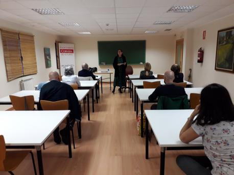 Marta Mori nel taller 'Una entruga pa cada historia' de Corvera