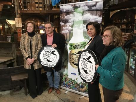 Otilia Requejo, Juan Cañal, María Jesús Álvarez González y María Jesús Aguilar campaña Dí-ylo al mundu cultura sidrera