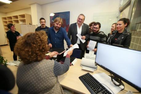 Podemos y IX entreguen propuesta de reforma del Estatutu d'Autonomía Ripa