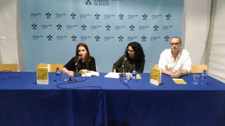 Raquel F. Menéndez, Vanessa Gutiérrez y Carlos Espina presentación 'El llibru póstumu de Sherezade'