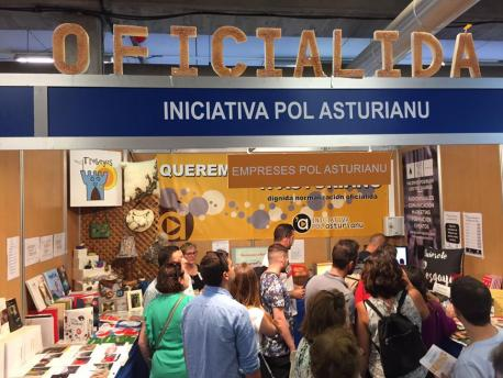 Iniciativa pol Asturianu inauguró un stand na Feria de Muestres de Xixón