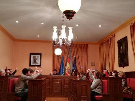 Votación moción en Llaviana