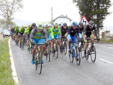 Alarcón ganó la Vuelta a Asturies tres llegar en solitariu a Uviéu