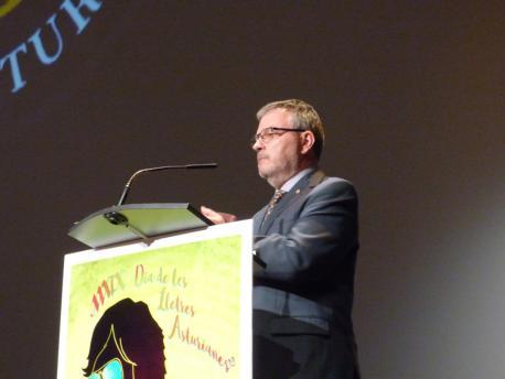 Xosé Antón González Riaño discursu XXXIX Día de les Lletres Asturianes primer planu
