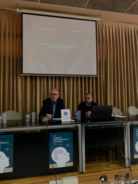 Xosé Ramón Iglesias Cueva y Ramón Lluís Bande nes XXXVIII Xornaes Internacionales d'Estudiu