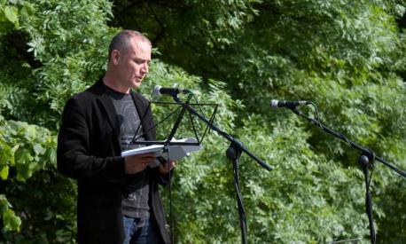 Bello torna a ganar el Teodoro Cuesta de poesía 24 años depués