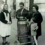 Barquillera nos Xardines del muelle, Xixón. Años cincuenta del sieglu 20.