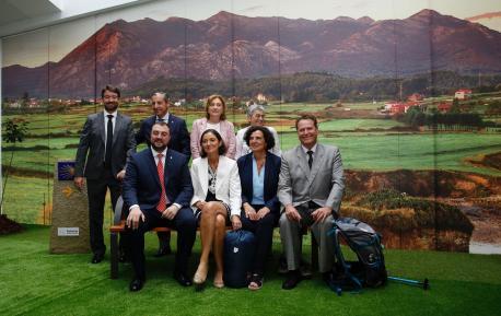 Adrián Barbón, Reyes Maroto, Berta Piñán y autoridaes nel fondu de Caravia Camín de Santiago FIDMA