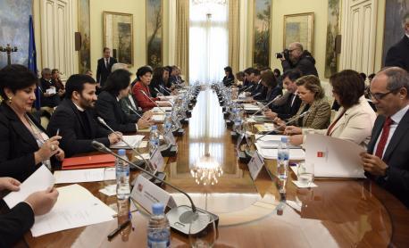 Conferencia d'Educación Isabel Celaá y Genaro Alonso