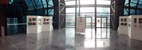 Inaugúrase nel HUCA la esposición del concursu de fotografía pa persones con discapacidá auditiva d'APADA Asturias