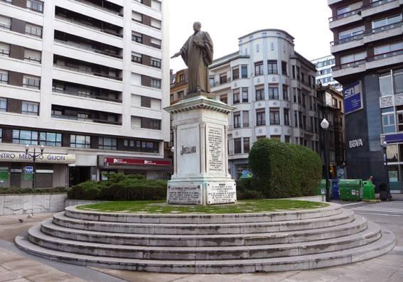 Estatua de Xovellanos en Xixón
