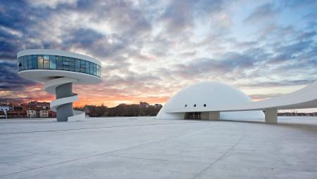 'Centro Niemeyer. Reflejos de Asturias'