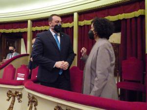 Adrián Barbón y Berta Piñán nel XLII Día de les Lletres Asturienes