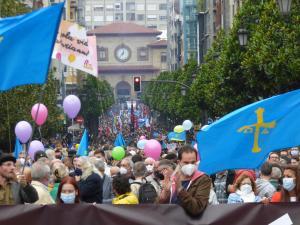 Manifestación oficialidá 16-0 xente