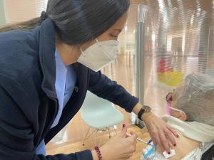 Vacunación de vecinos de menos de 75 años en Parque Astur