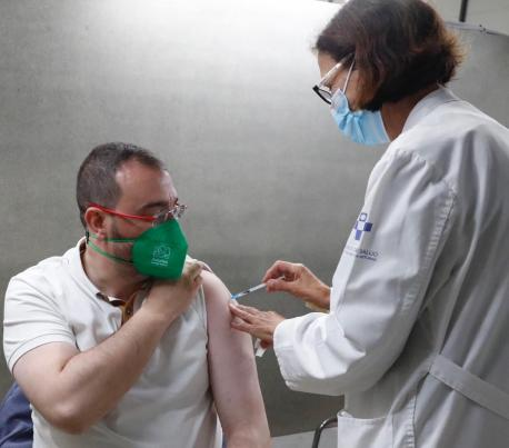 Adrián Barbón vacuna