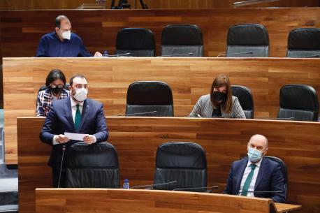 Adrián Barbón y diputaos socialistes na Xunta Xeneral
