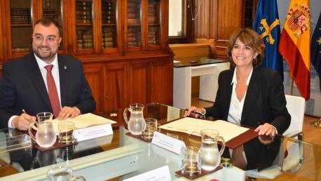 Adrián Barbón y Dolores Delgado